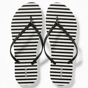 Patterned women flip flops, size 8
